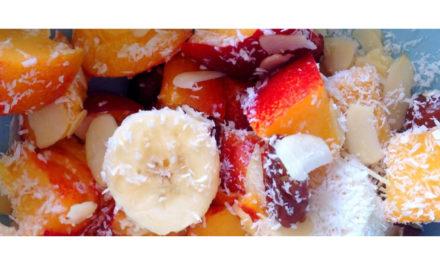 Schnell und gesund – Banane-Nektarine-Dattel-Salat